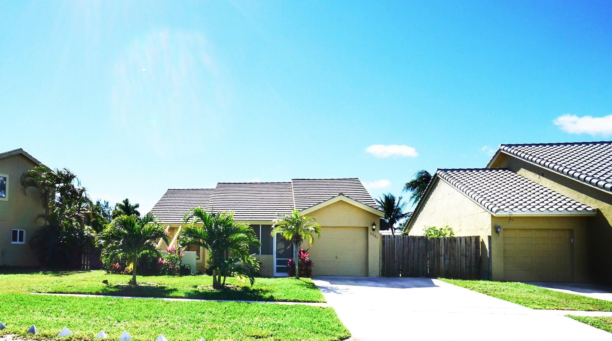 5781 Strawberry Lakes Circle, Lake Worth, Florida 33463, 3 Bedrooms Bedrooms, ,2 BathroomsBathrooms,Single Family,For Sale,Strawberry Lakes,RX-10499881