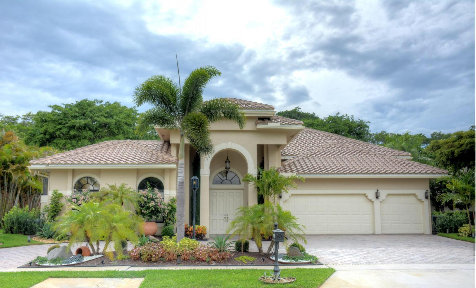 MAJOR PRICE REDUCTION!! BEAUTIFUL COURTYARD POOL HOME IN STONEBRIDGE COUNTRY CLUB. THIS HOME WAS RENOVATED IN 2014 AND SHOWS LIKE A MODEL. NEWER ROOF AND SELF CLEANING SALT WATER POOL. MAIN HOUSE HAS SPLIT FLOOR PLAN WITH 4 BEDROOMS, 4 FULL & 1 HALF BATHROOMS. SPACIOUS 1 BEDROOM GUEST HOUSE / EN SUITE BATHROOM. BEAUTIFUL KITCHEN WITH GRANITE COUNTER-TOPS AND UPGRADED APPLIANCES. PRIVATE POOL, SUMMER KITCHEN WITH GRANITE AND LEDGER STONE. THIS HOME IS AWESOME! NEWLY RENOVATED CLUBHOUSE WITH GOLF, TENNIS, SPA, STATE OF THE ART FITNESS CENTER, AND 24 HOUR GATED SECURITY.