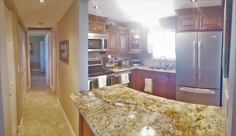 725 Lori Drive, Palm Springs, Florida 33461, 1 Bedroom Bedrooms, ,1.1 BathroomsBathrooms,Condo/Coop,For Sale,LAKESIDE VILLAGE,Lori,312,RX-10500450