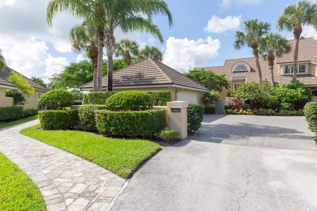 2619 Muirfield Court, Wellington, Florida 33414, 3 Bedrooms Bedrooms, ,3 BathroomsBathrooms,Townhouse,For Sale,Muirfield,RX-10501717