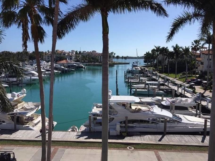 Image 7 For 42302 Fisher Island Drive 42302