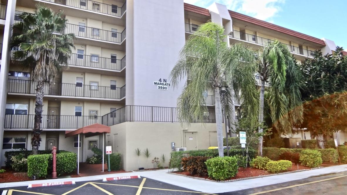 Lake Worth- Florida 33467, 2 Bedrooms Bedrooms, ,2 BathroomsBathrooms,Residential,For Sale,Via Poinciana,RX-10502914