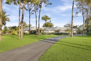 8640 Damascus Drive, Palm Beach Gardens, FL 33418