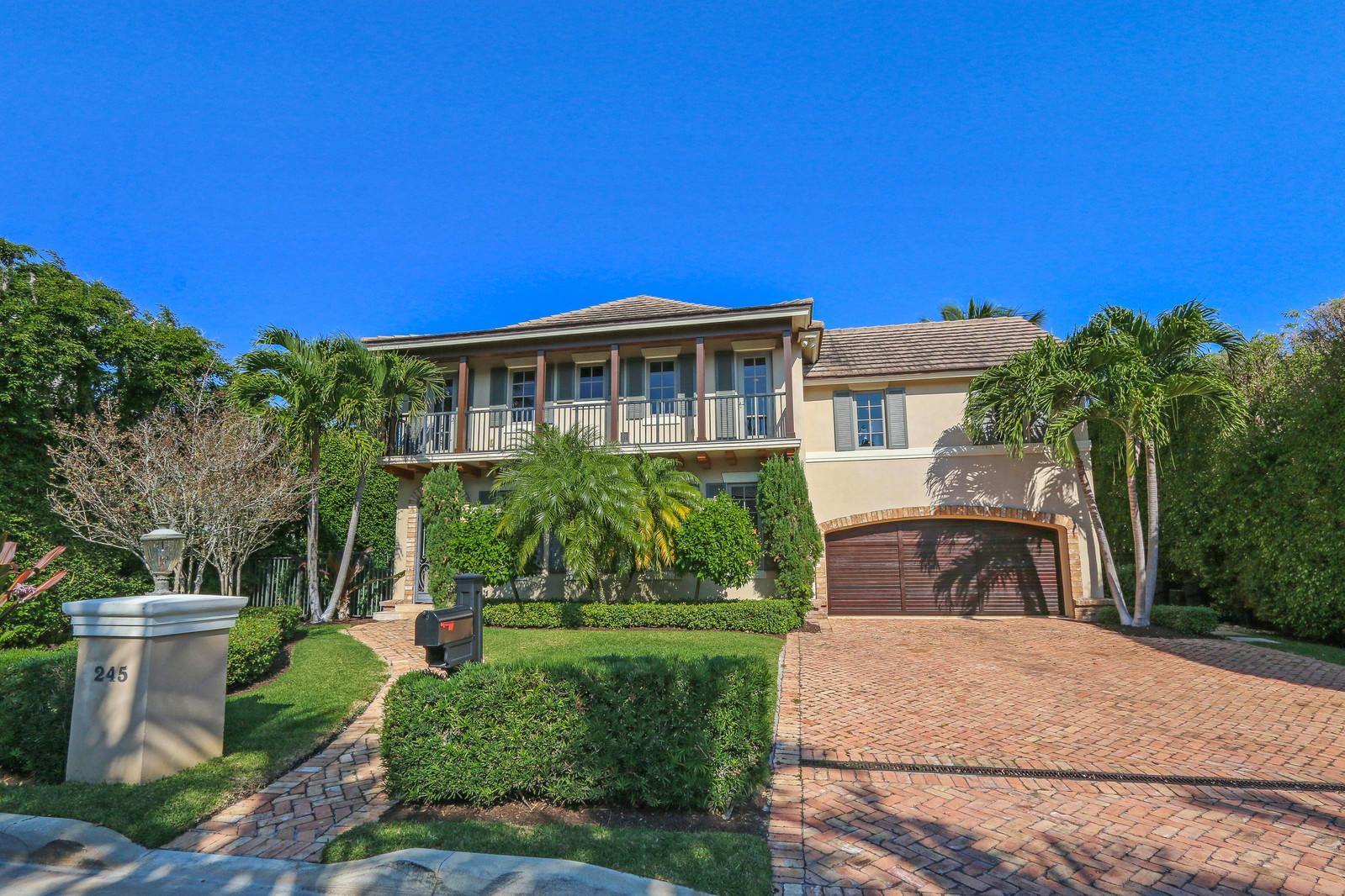 245 Queens Lane, Palm Beach, Florida 33480, 4 Bedrooms Bedrooms, ,4.1 BathroomsBathrooms,Single Family,For Sale,Palm Beach Shores,Queens,RX-10503244