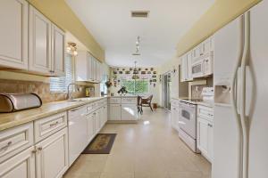 10260 N Green Trail Drive, Boynton Beach, FL 33436