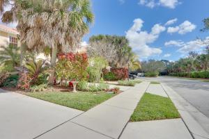 1163 Pinewood Lake Court, Greenacres, FL 33415