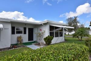 7359 W Oakridge Circle, 13-D, Lantana, FL 33462