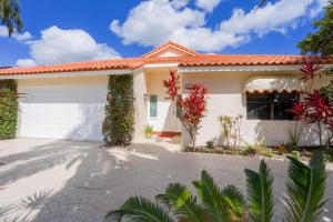 East Boca Raton Lake Front Home on Quiet Cul de Sac in Friendly Gated Community just over one and a half miles from Public Ocean Beaches