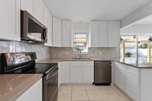 1801 N 16th Avenue, Lake Worth, FL 33460