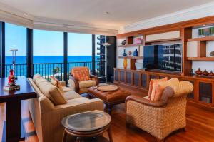 Family Room overlooking ocean