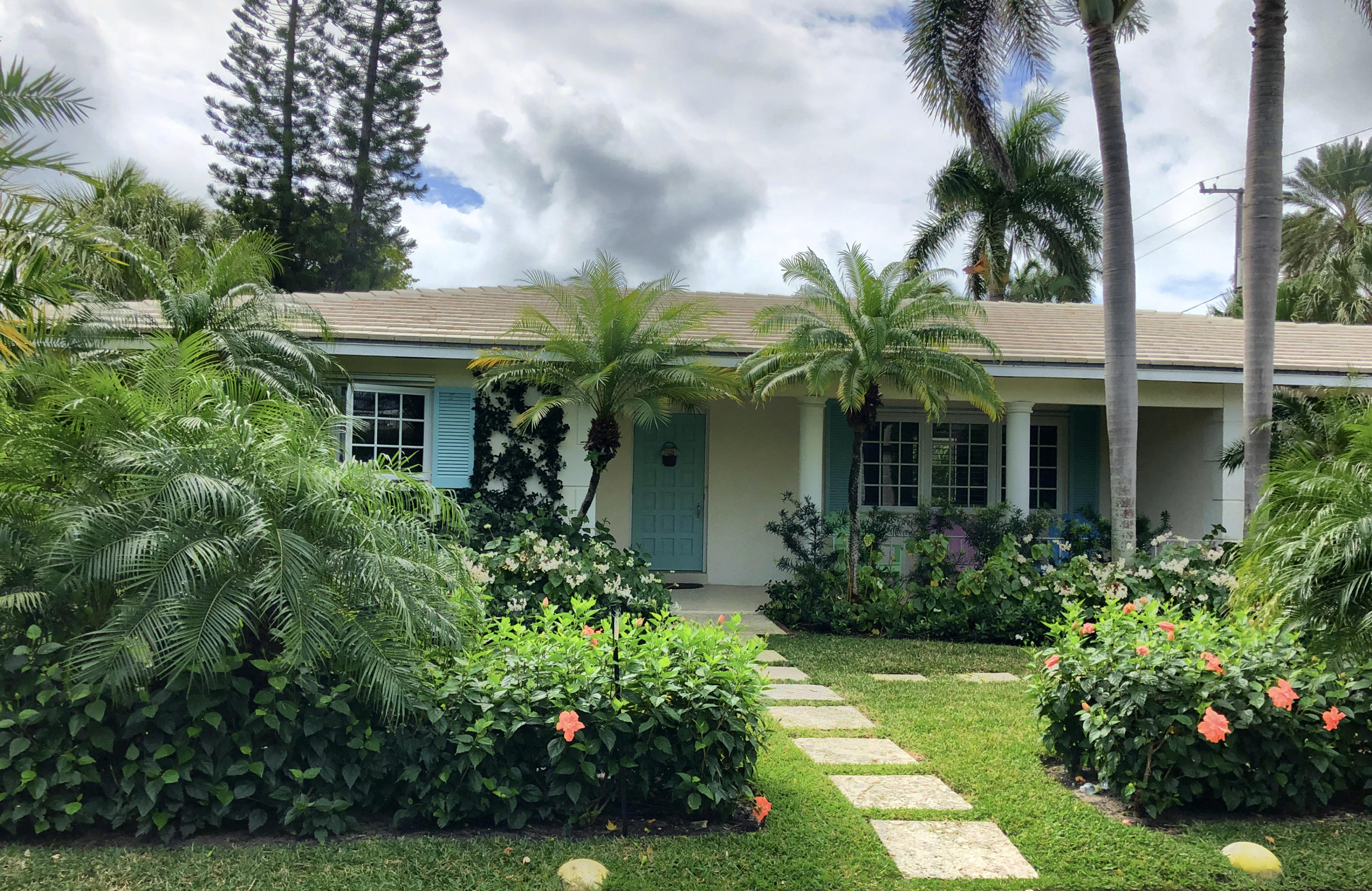 300 Colonial Lane, Palm Beach, Florida 33480, 3 Bedrooms Bedrooms, ,2.1 BathroomsBathrooms,Single Family,For Sale,Colonial,RX-10487268