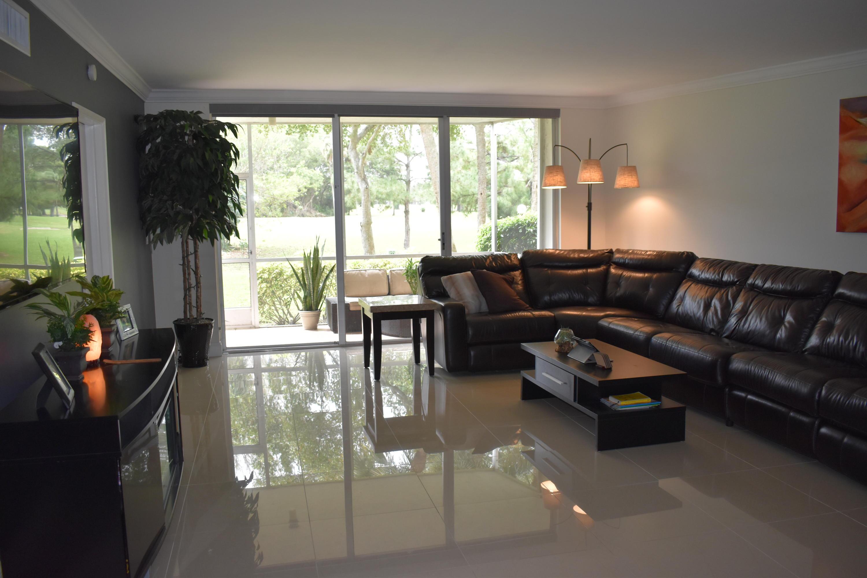 535 Oaks Drive, Pompano Beach, Florida 33069, 2 Bedrooms Bedrooms, ,2 BathroomsBathrooms,Condo/Coop,For Sale,Oaks,1,RX-10507275