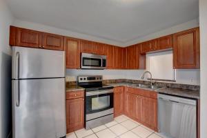 265 Pleasant Wood Drive, Wellington, FL 33414