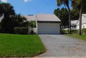 29 Clubhouse Lane, Boynton Beach, FL 33436