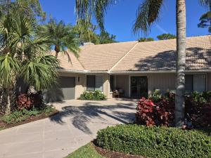 Located in exclusive Marlwood Estates in PGA National