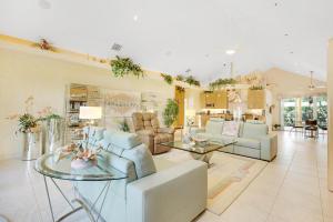 2465 Cardinal Living Room