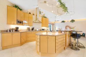 2465 Cardinal Kitchen