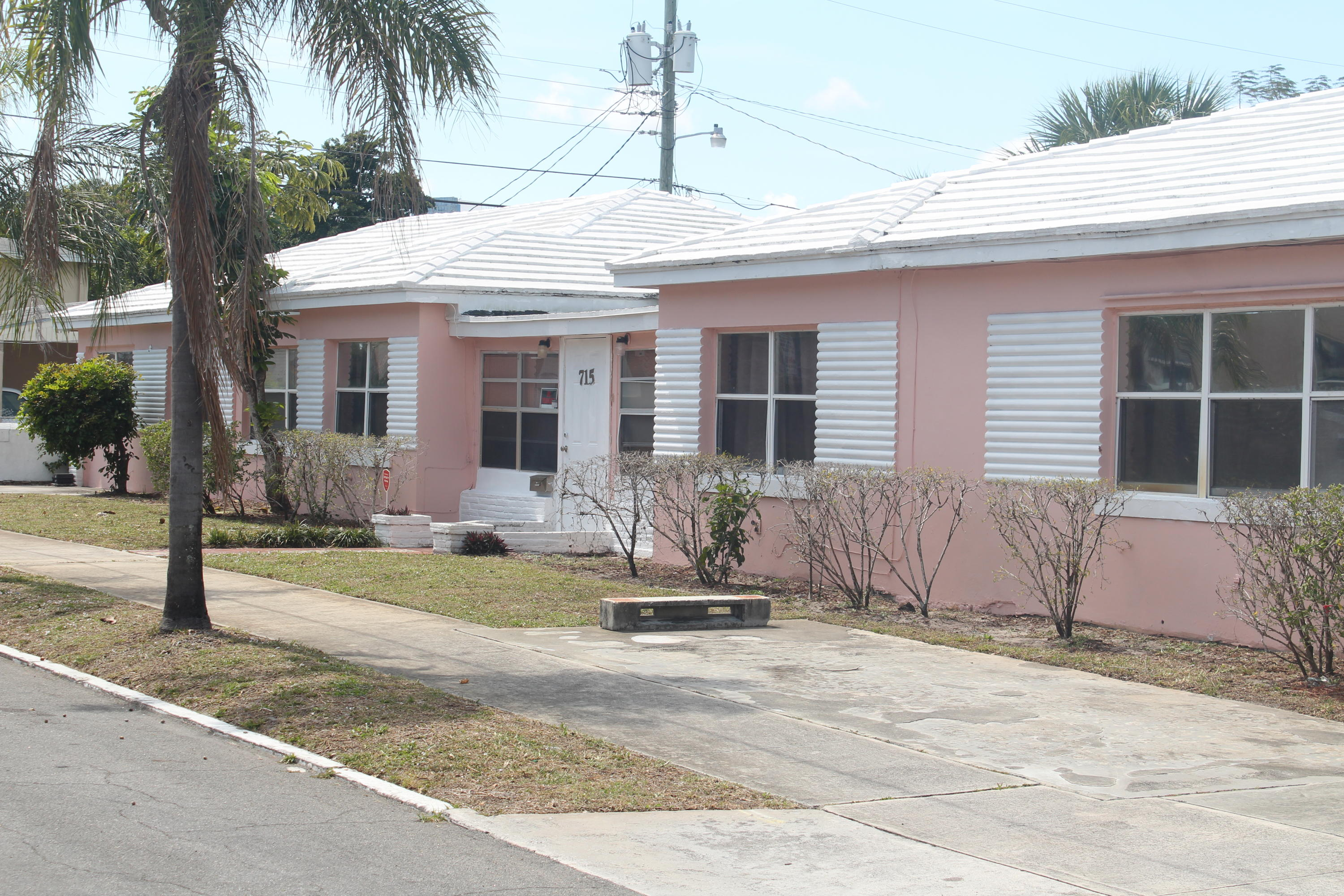 Approved Assistance Living Facility (ALF)located minutes from Good Samaritan Hospital and City Place. This centrally located facility can accommodate 12 resident. Make your offer! This property will not last long.