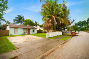 2720 Genessee Avenue, West Palm Beach, FL 33409