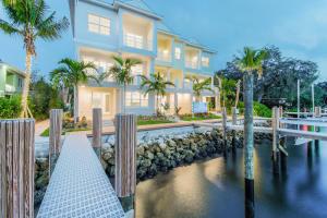 1051 Harbor Villas Dr, North Palm Beach, FL 33408