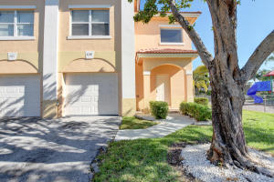 425 Talia Circle, Palm Springs, FL 33461