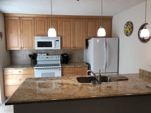 Granted Counter Tops With Breakfast Bar