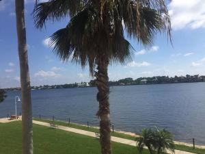 180 Yacht Club Way, 305, Hypoluxo, FL 33462
