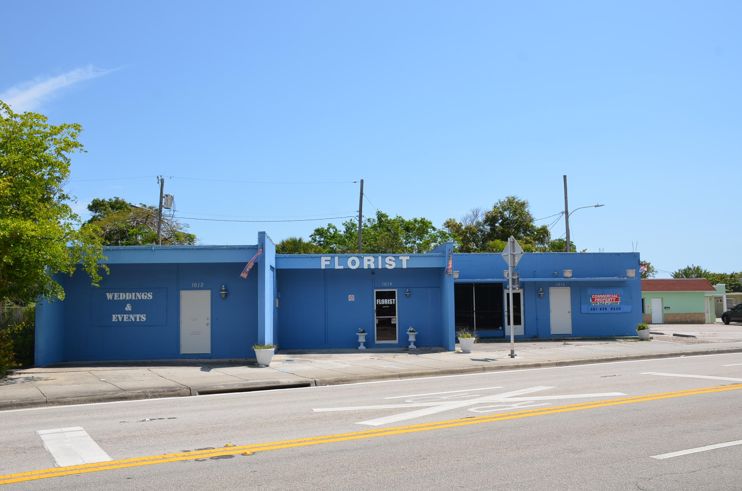 ***REDUCED $55,000***4000 SF FREESTANDING COMMERCIAL BUILDING AVAILABLE ON DIXIE HWY IN LAKE WORTH**OVERSIZED PARKING LOT ALLOWS 18 PARKING SPACES (PARKING AT COMMERCIAL BUILDINGS IN LAKE WORTH IS VERY LIMITED)**BUILDING CAN EASILY BE TURNED INTO 4 SEPARATE BAYS, EACH WITH THEIR OWN ENTRANCES AND SEPARATE BATHROOMS**ZONED MIXED USE**LARGE PARKING LOT ALLOWS DEVELOPER TO BUILD A LARGER BUILDING ON SITE