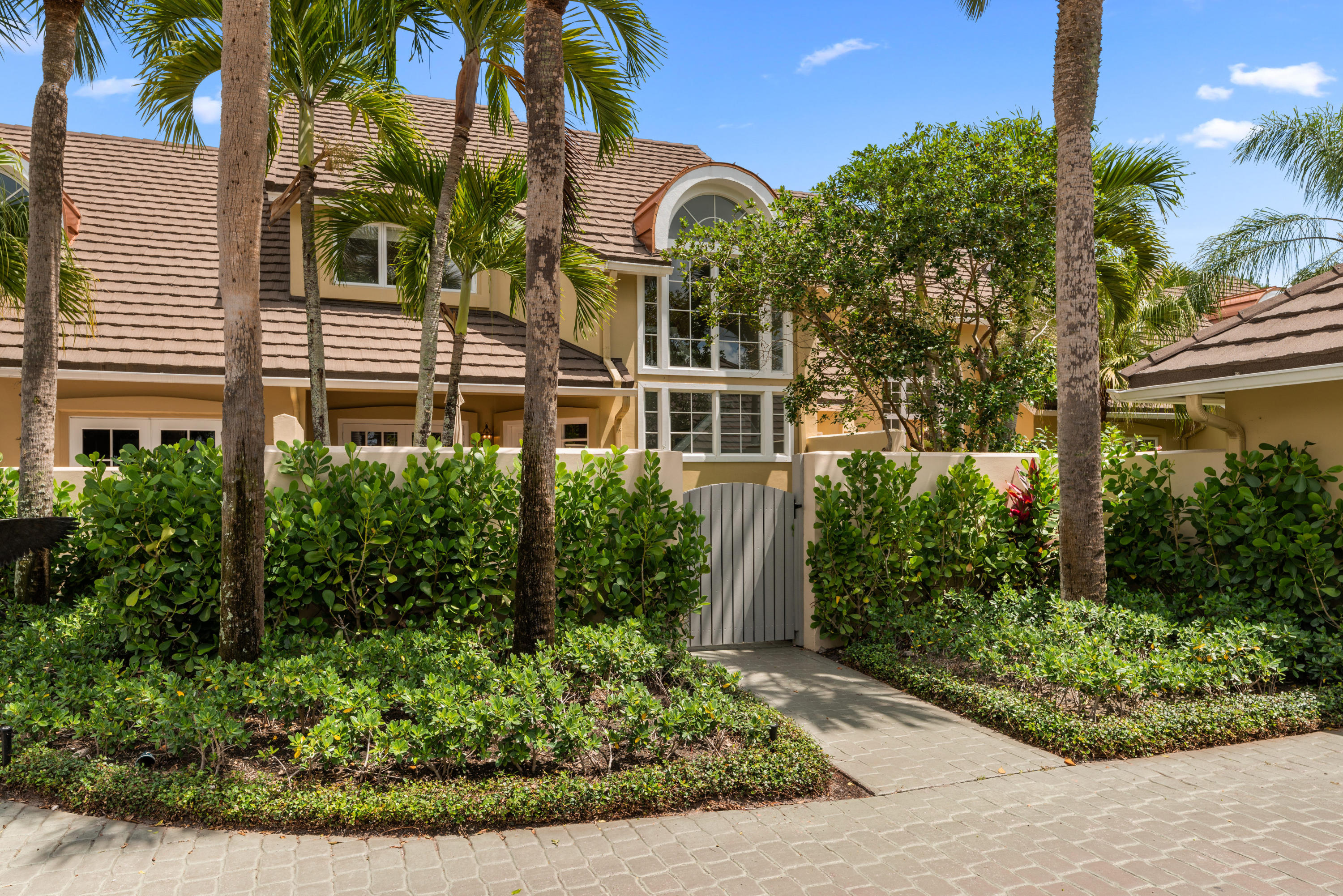 Wellington- Florida 33414, 2 Bedrooms Bedrooms, ,2 BathroomsBathrooms,Residential,For Sale,Muirfield,RX-10520804