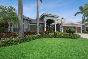 Boca Falls Executive Court yard Home. Gated community with full time security.