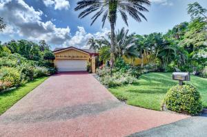 907 Foxpointe Circle, Delray Beach, FL 33445