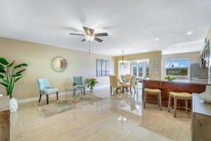 30 Colonial Club Drive, 303, Boynton Beach, FL 33435