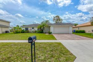 121 Chestnut Circle, Royal Palm Beach, FL 33411
