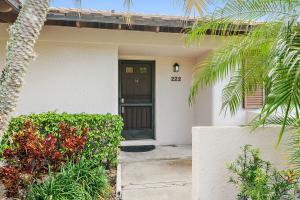 222 Club Drive, Palm Beach Gardens, FL 33418