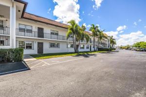 3075 Gardens East Drive, 28, Palm Beach Gardens, FL 33410