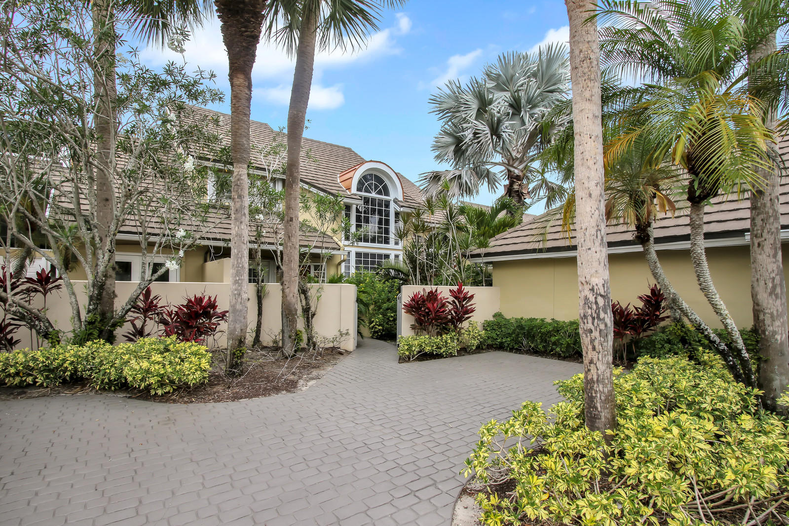 Wellington, Florida 33414, 2 Bedrooms Bedrooms, ,2 BathroomsBathrooms,Townhouse,For Rent,PALM BEACH POLO,1,RX-10519584