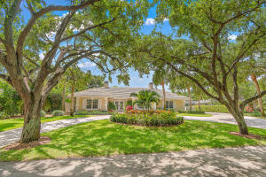 10410 SE Banyan Way, Tequesta, FL 33469