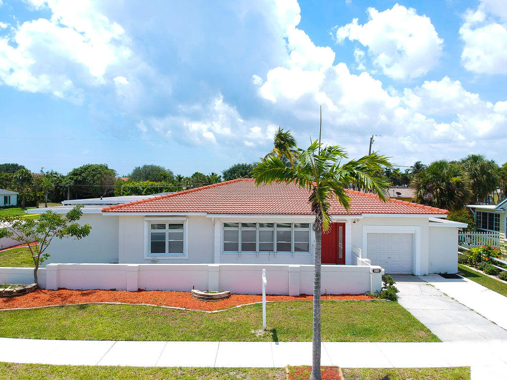 Home for sale in BROADMOOR SEC 1 West Palm Beach Florida