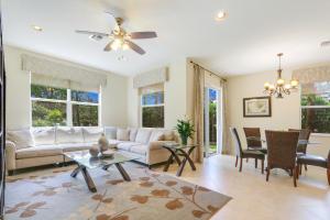 5060 Dulce Court, Palm Beach Gardens, FL 33418