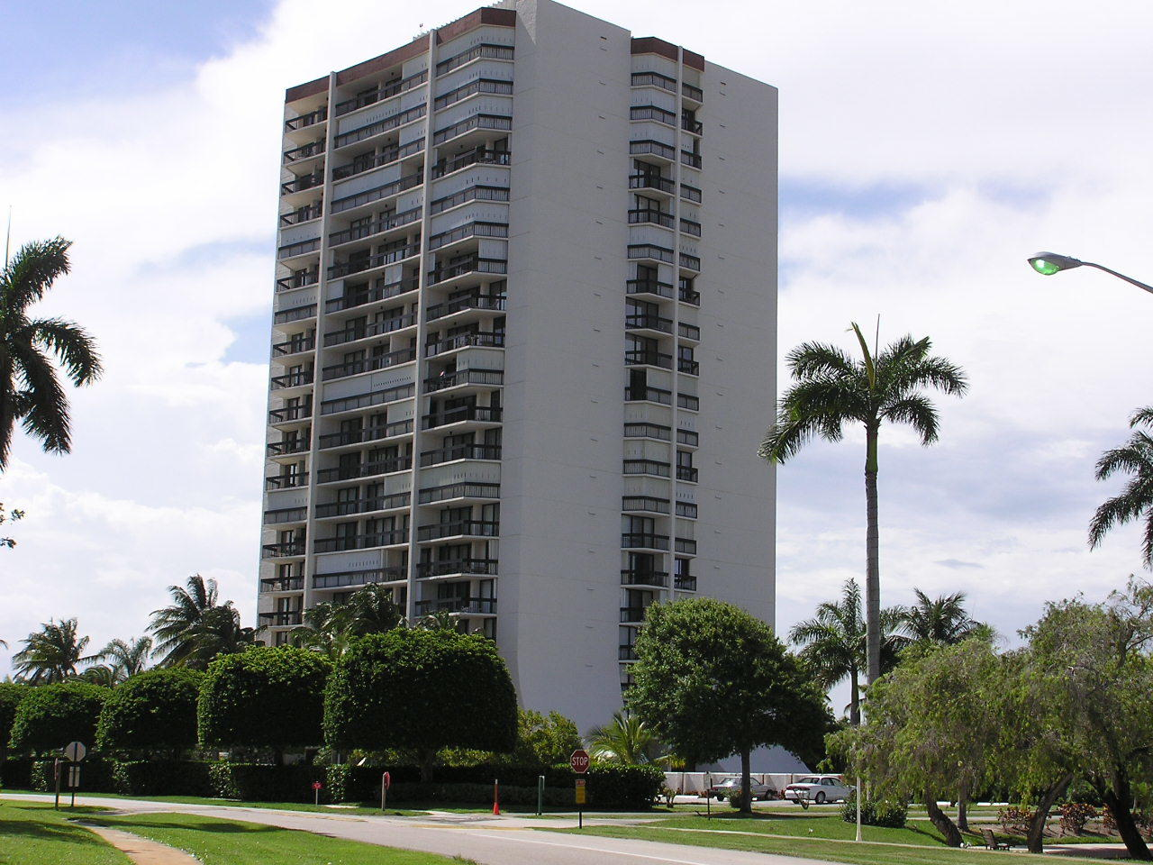 West Palm Beach- Florida 33401, 1 Bedroom Bedrooms, ,1 BathroomBathrooms,Residential,For Sale,Presidential,RX-10530074