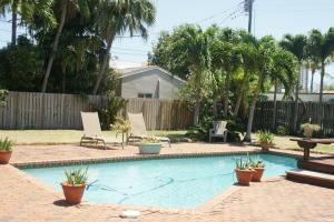 136 Ne Olive Way Boca Raton FL 33432