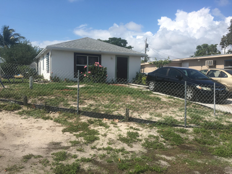 Lake Worth, Florida 33462, 3 Bedrooms Bedrooms, ,2 BathroomsBathrooms,Residential,For Sale,Peak,RX-10530332