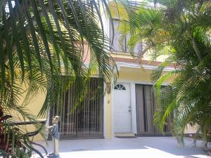 9056 Green Meadows Way, Palm Beach Gardens, FL 33418