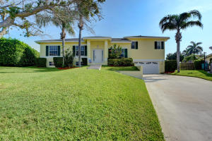 10 Redwood Court, Boynton Beach, FL 33426