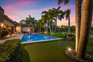 Putting Green & Pool