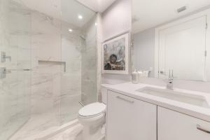 19_3730NOceanDrive5A_8_Bathroom_Custom_R