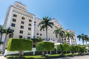 150 Bradley Place, 904, Palm Beach, FL 33480