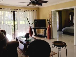 127 Brackenwood Road, Palm Beach Gardens, FL 33418