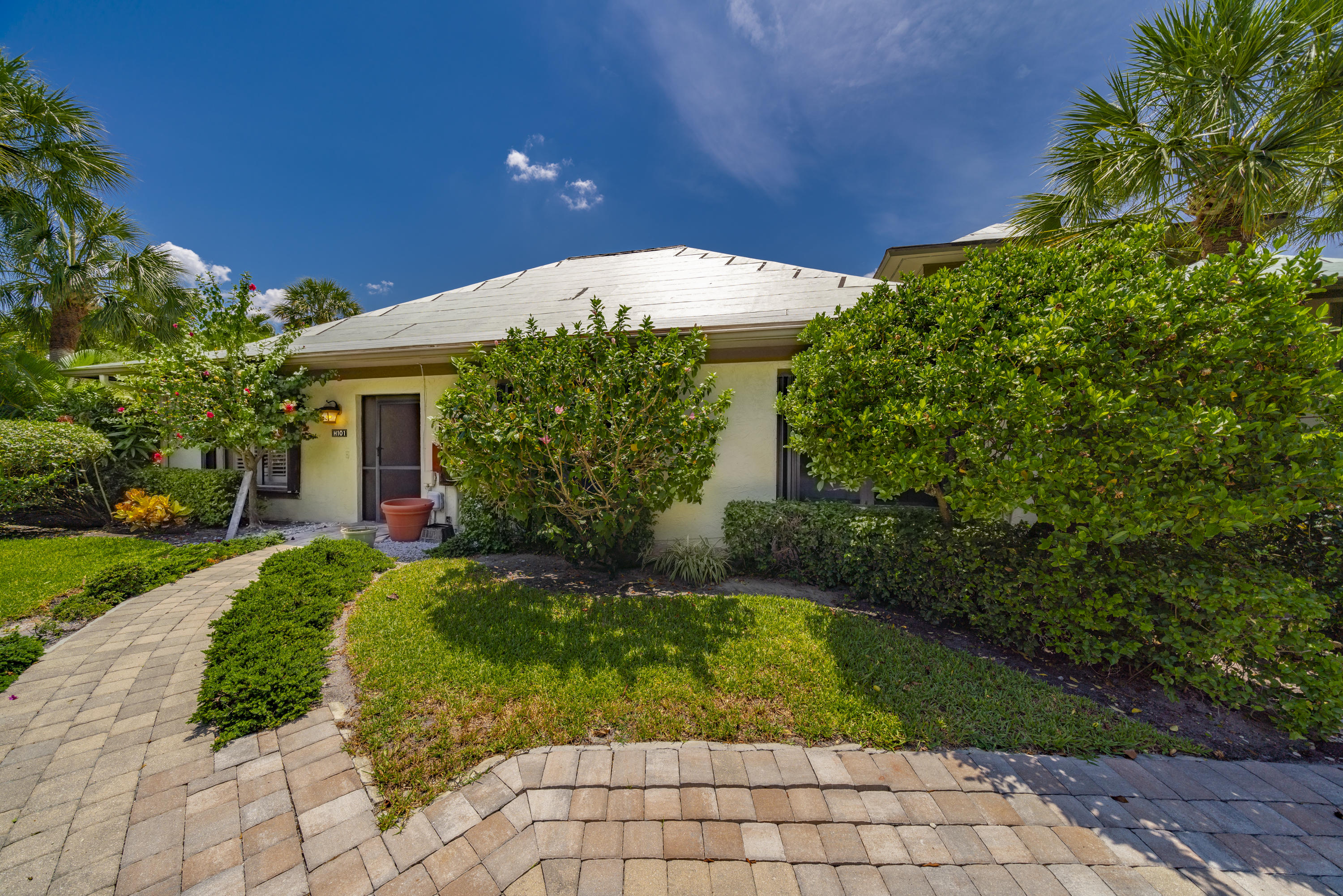 Wellington, Florida 33414, 3 Bedrooms Bedrooms, ,3 BathroomsBathrooms,Residential,For Sale,Polo Island,RX-10537843