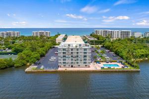 2560 S Ocean Boulevard, 202, Palm Beach, FL 33480